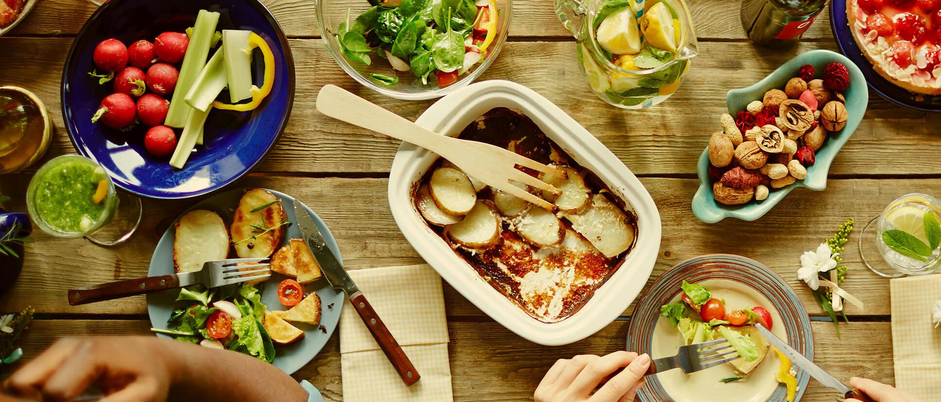table remplis de nourritures