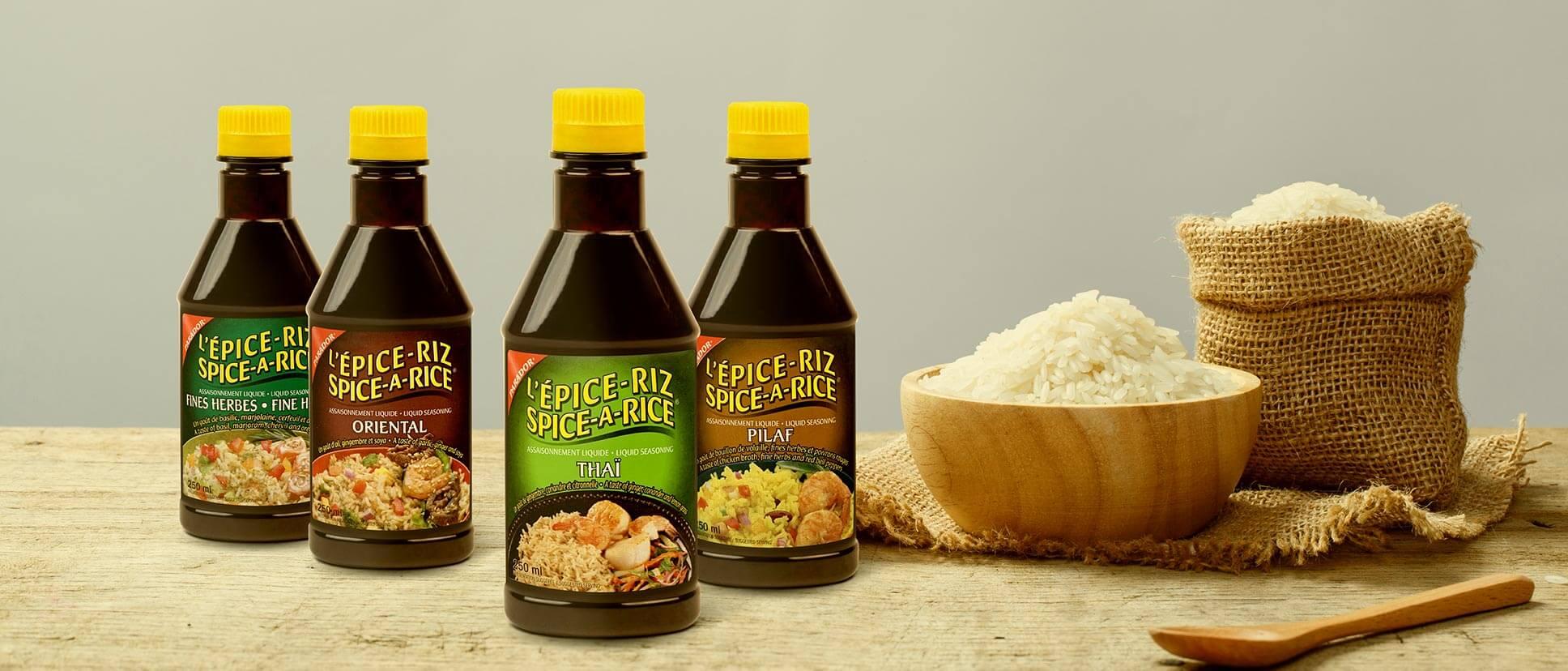 Plusieurs épices à riz sur une table.